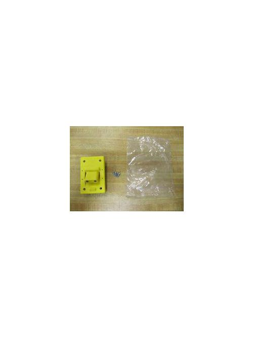 Crouse-Hinds Series X8381-1 2-Pole Yellow Neoprene Straight Female Receptacle