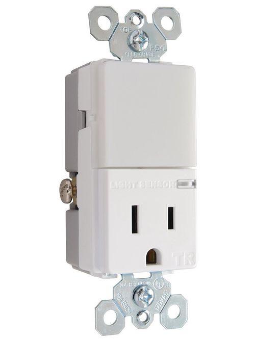 Pass & Seymour NTL81TRWCC6 15 Amp 120/125 VAC NEMA 5-15R White LED Night Light with Receptacle